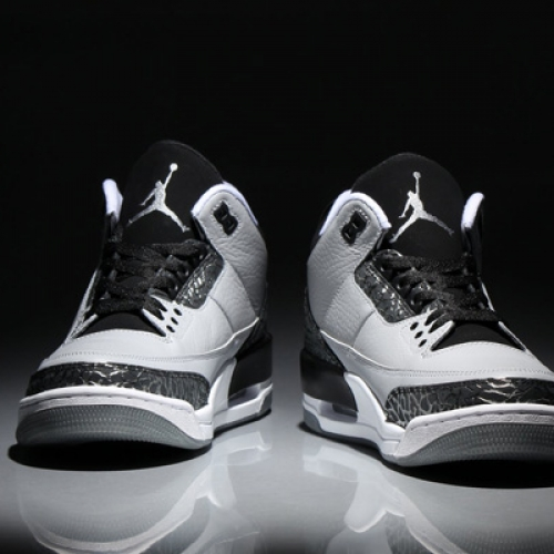NIKE AIR JORDAN 3 RETRO WOLF GREY/METALLIC SILVER-BLACK/WHITE が発売