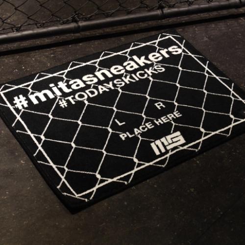 "MAGIC STICKとmita sneakersによるコラボプロダクト#TODAYSKICKS TAG MAT ""mita sneakers""が発売"