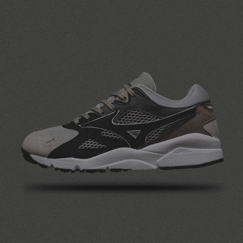 """ミズノから、WHIZ LIMITED と mita sneakers によるコラボレートモデル SKY MEDAL """"GREYSCALE"""" が登場"""
