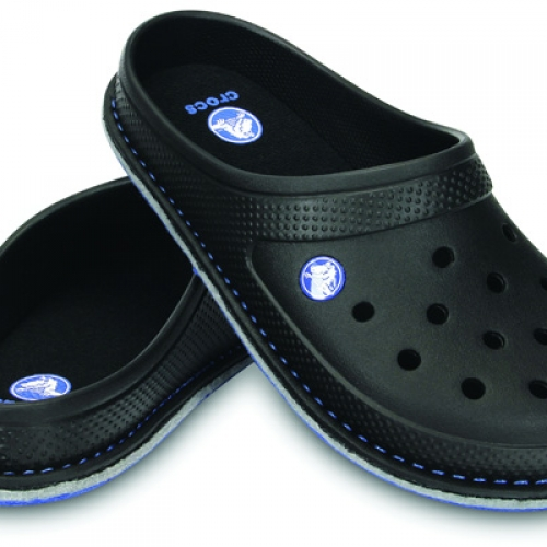 crocs からルームスリッパ crocslodge slipper が発売