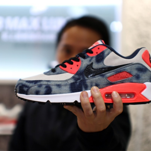 "Interview with Sports Lab by atmos Director Koji ""NIKE AIR MAX 90 Bleach Denim Collection"""