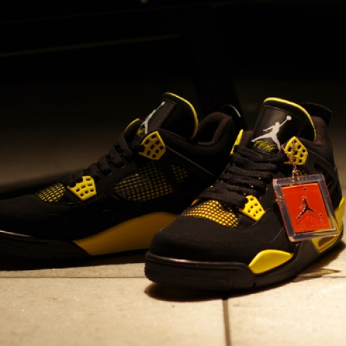 "AIR JORDAN 4 RETRO ""Thunder"" Japan Release Date"